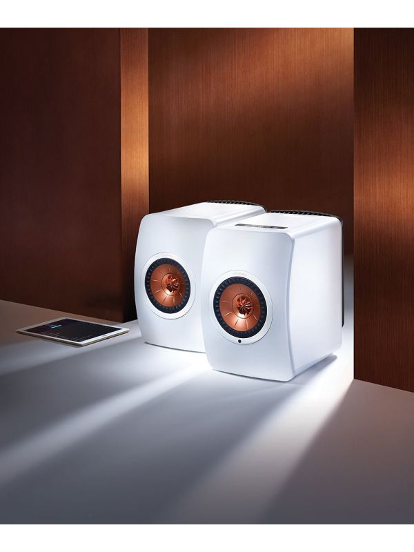 LS50 Wireless Powered Music System White lifestyle 4